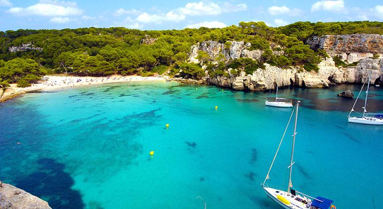 Spotdeal.dk - Inviter på solferie til spanske Menorca, der